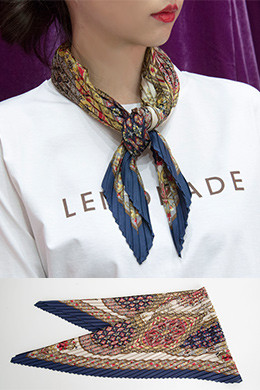 P8282 Pleated Flower Scarf